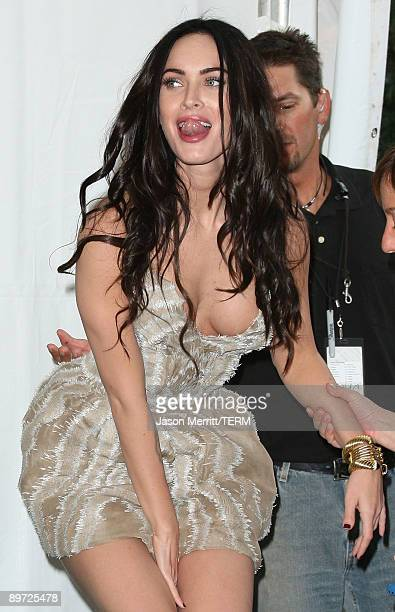 Actress Megan Fox poses with the Choice Hottie Award in the press room during the 2009 Teen Choice Awards held at Gibson Amphitheatre on August 9...
