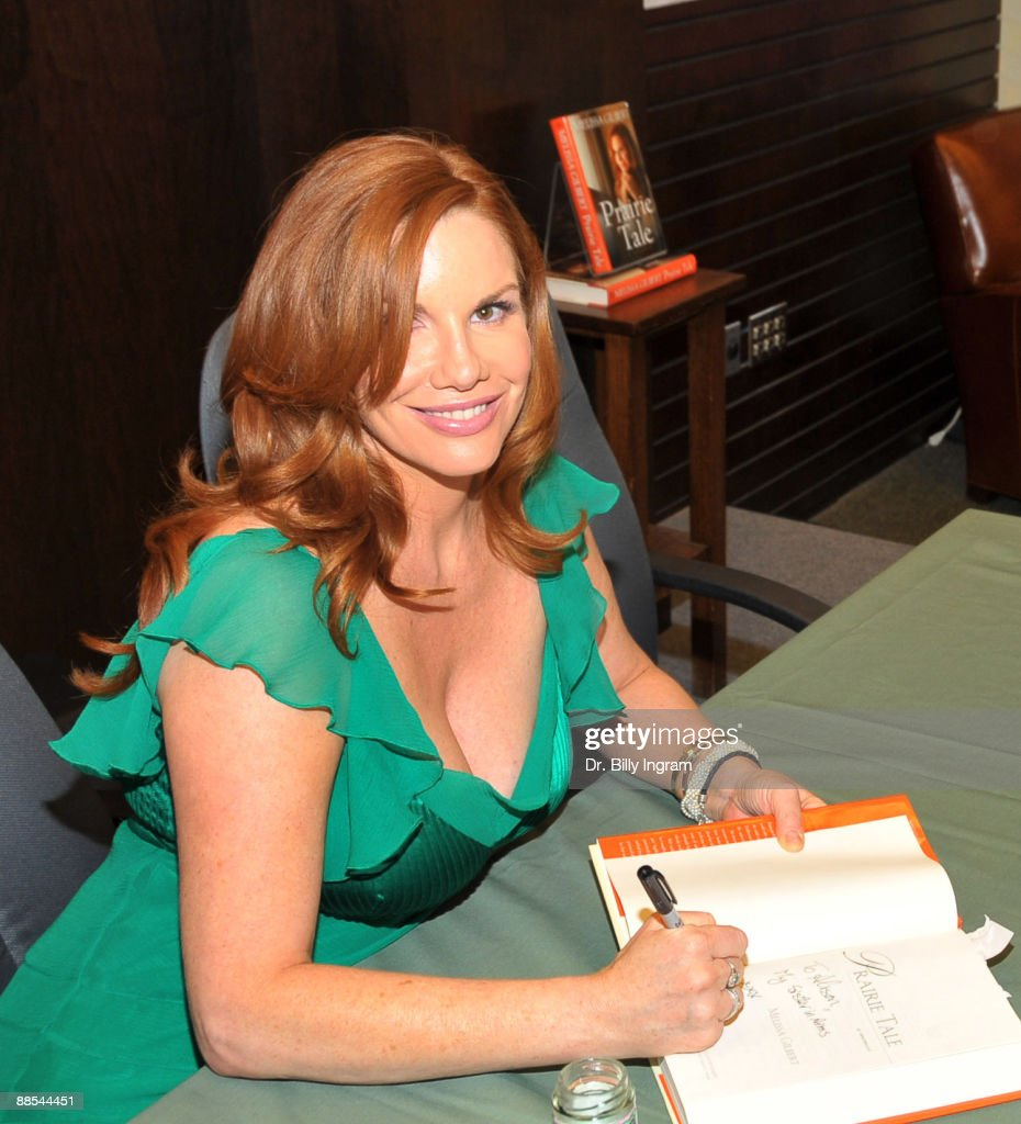"Melissa Gilbert Signs Copies Of Her Book ""Prairie Tale: A Memoir"" : News Photo"