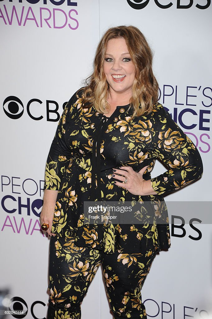 Actress Melissa McCarthy, winner of the Favorite Comedic Movie Award, poses in the press room at the People's Choice Awards 2017 at Microsoft Theater on January 18, 2017 in Los Angeles, California.