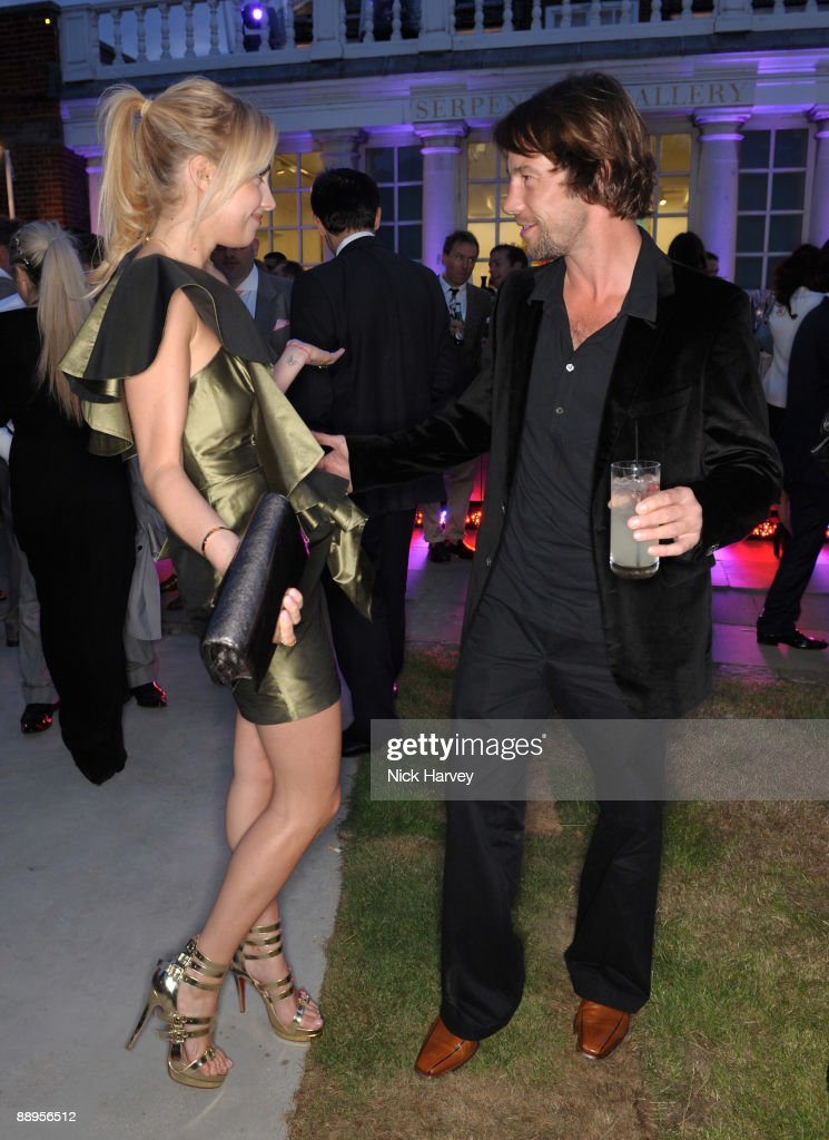 The Serpentine Gallery Summer Party - Inside : News Photo