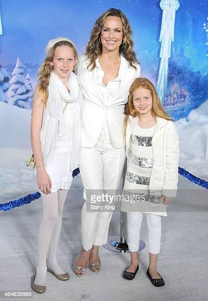 Actress Melora Hardin and daughters Rory Jackson and Piper QuinceyJackson arrive at the Los Angeles Premiere 'Frozen' on November 19 2013 at the El...