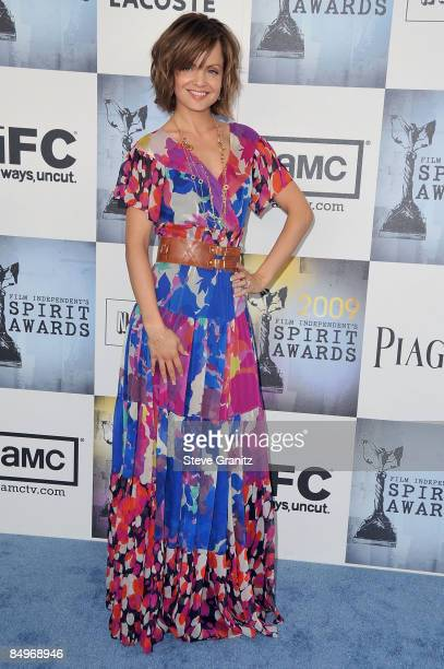 Actress Mena Suvari arrives at Film Independent's 2009 Independent Spirit Awards held at the Santa Monica Pier on February 21, 2009 in Santa Monica,...