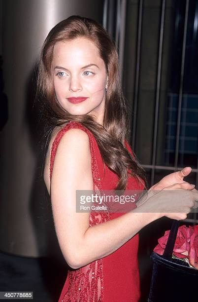 Actress Mena Suvari attends the 'American Beauty' Hollywood Premiere on September 8 1999 at the Egyptian Theatre in Hollywood California
