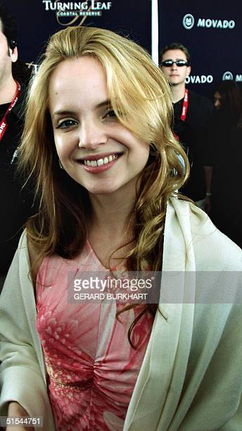 Actress Mena Suvari who starred in the Oscar nominated movie 'American Beauty' arrives at the Independent Spirit Awards in Santa Monica 25 March 2000...