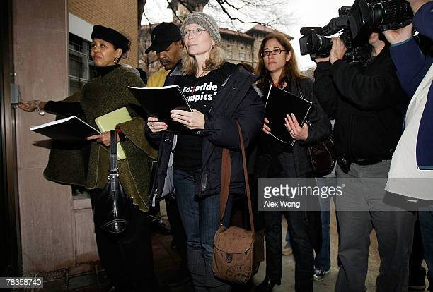 Actress Mia Farrow , My Sister's Keeper co-founder Gloria White-Hammond and radio talk show host Joe Madison wait to deliver media clips of a torch...
