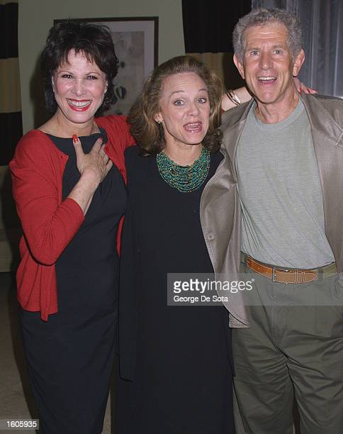 Actress Michele Lee actress Valerie Harper and actor Tony Roberts pose for photographers July 31 2001 at the Americatia Hotel in New York