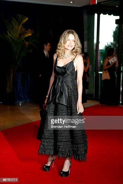 Actress Michelle Pfeiffer arrives at the White House Correspondents' Association dinner on May 1 2010 in Washington DC The annual dinner featured...