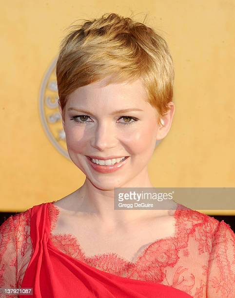 Actress Michelle Williams arrives at 18th Annual Screen Actors Guild Awards at The Shrine Auditorium on January 29, 2012 in Los Angeles, California.