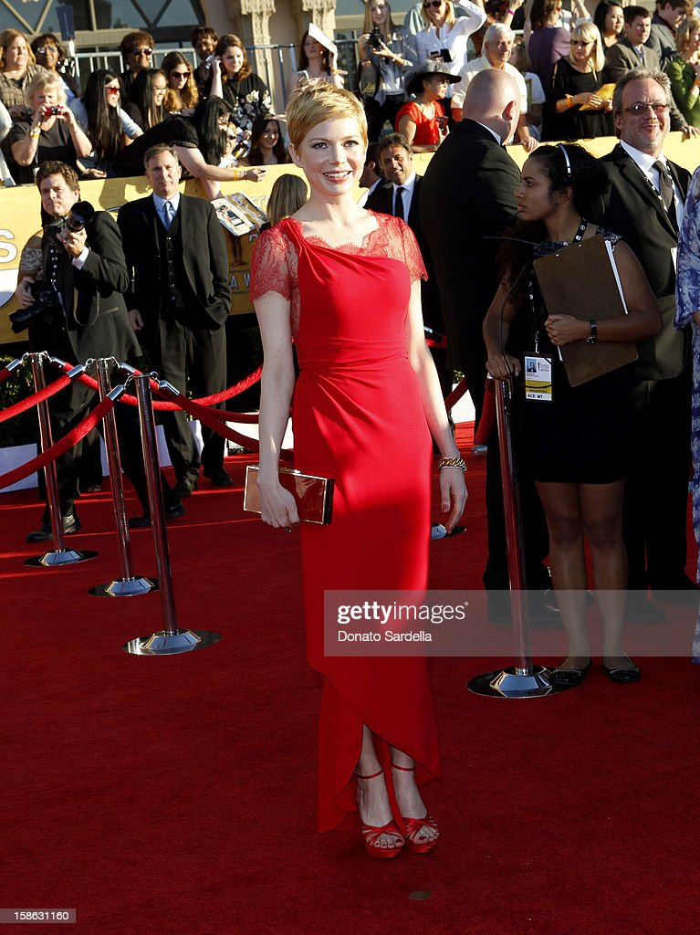 Actress Michelle Williams arrives at the 18th Annual Screen Actors Guild Awards held at The Shrine Auditorium on January 29, 2012 in Los Angeles, California.