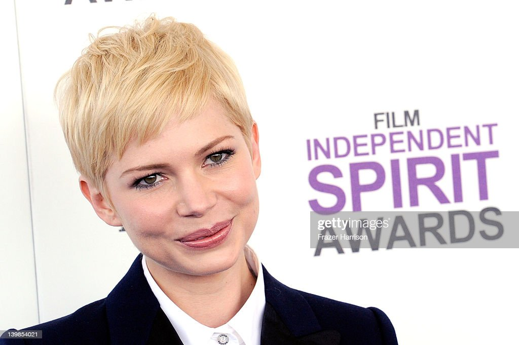 Actress Michelle Williams arrives at the 2012 Film Independent Spirit Awards on February 25, 2012 in Santa Monica, California.
