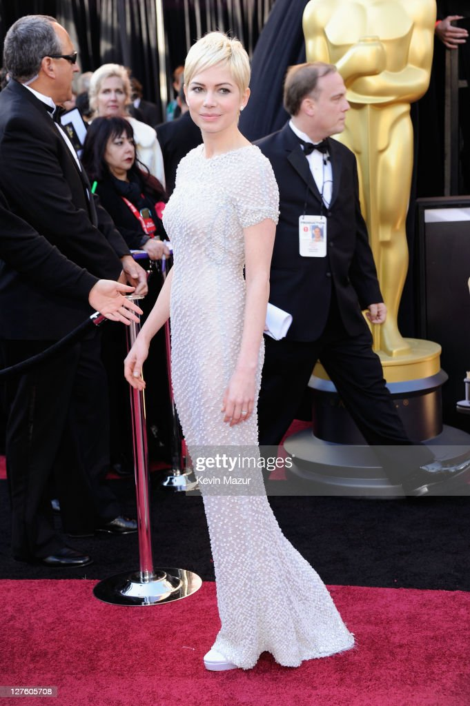 Actress Michelle Williams arrives at the 83rd Annual Academy Awards held at the Kodak Theatre on February 27, 2011 in Hollywood, California.