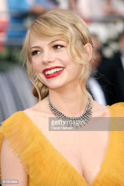 Actress Michelle Williams arrives to the 78th Annual Academy Awards at the Kodak Theatre on March 5, 2006 in Hollywood, California.