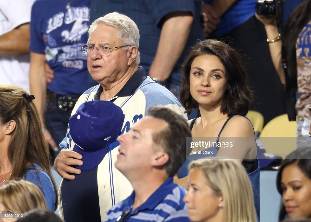 Celebrities At The 2017 World Series - Game 2 : News Photo