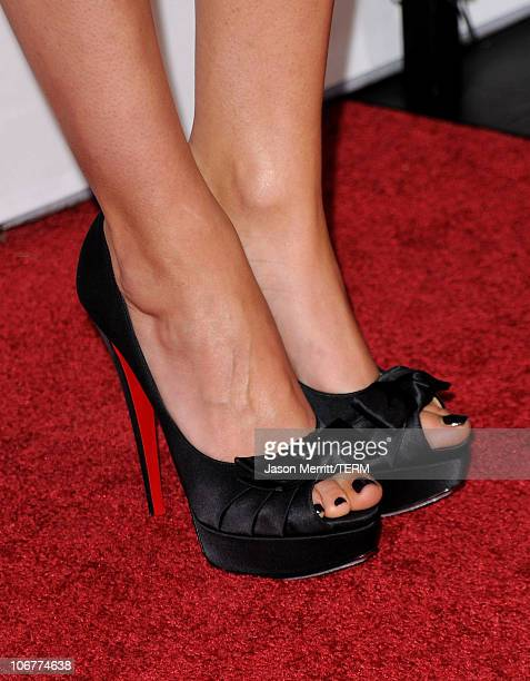 Actress Mila Kunis arrives at the Black Swan closing night gala during AFI FEST 2010 presented by Audi held at Grauman's Chinese Theatre on November...