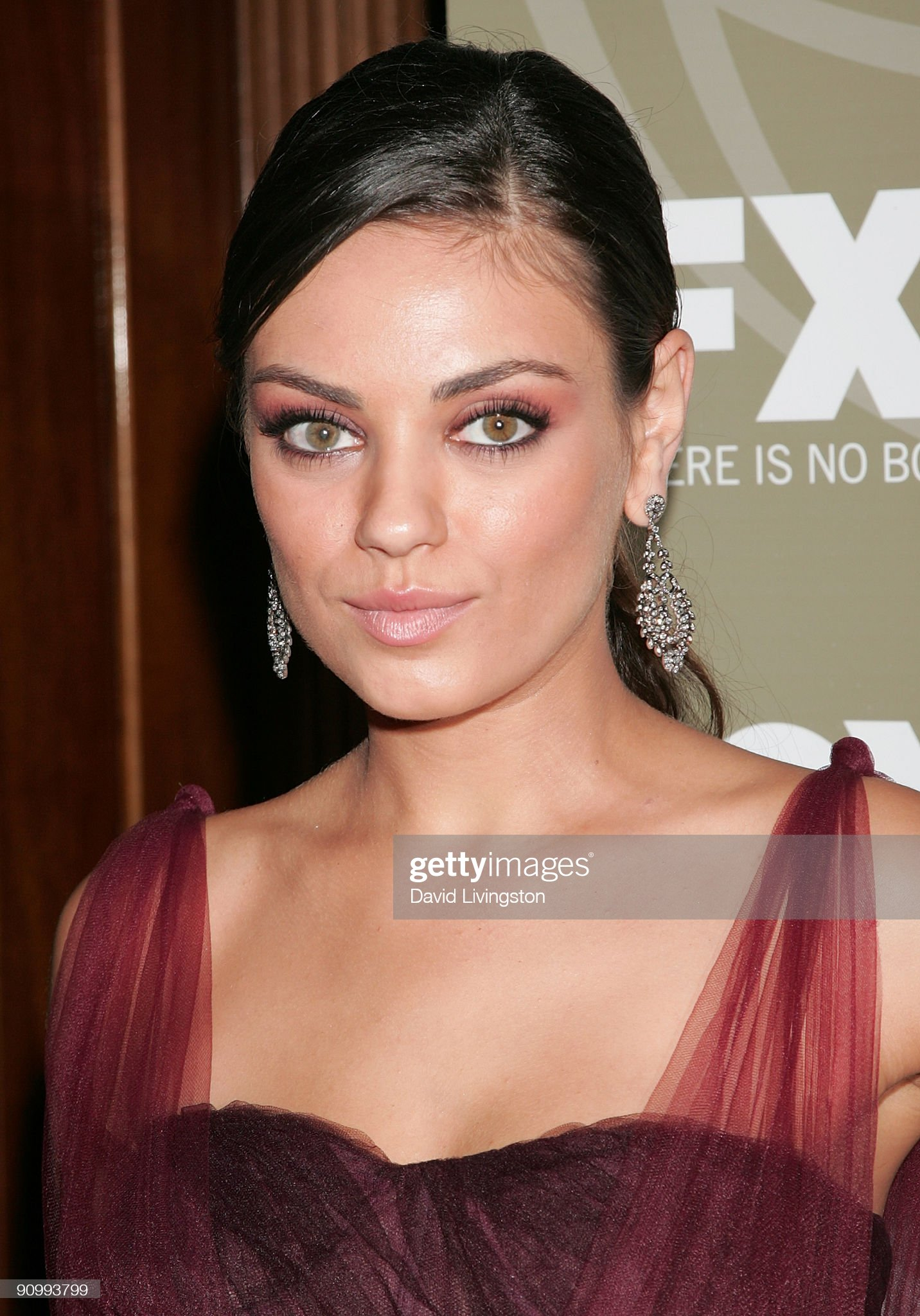 Hazel eyes - Personas famosas con los ojos de color AVELLANA Actress-mila-kunis-attends-the-fox-emmy-party-at-cicada-on-september-picture-id90993799?s=2048x2048