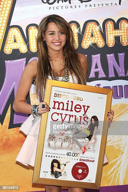 Actress Miley Cyrus arrives at 'Hannah MontanaThe Movie' premiere at Kinepolis Cinema on April 21 2009 in Madrid Spain