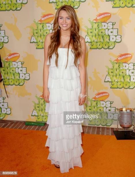 Actress Miley Cyrus arrives at Nickelodeon's 2009 Kids' Choice Awards at Pauley Pavilion on March 28, 2009 in Westwood, California.