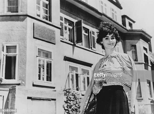 Actress Millie Perkins who played the title role in the film 'The Diary of Anne Frank' pictured the house where Anne Frank was born in Frankfurt May...