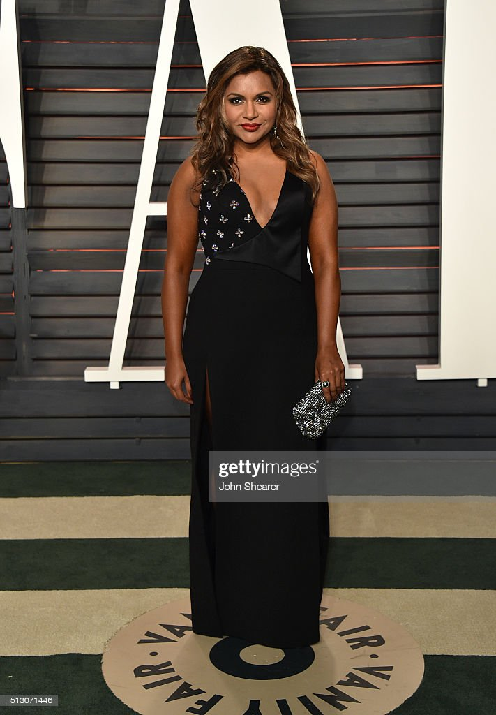 Actress Mindy Kaling arrives at the 2016 Vanity Fair Oscar Party Hosted By Graydon Carter at Wallis Annenberg Center for the Performing Arts on February 28, 2016 in Beverly Hills, California.