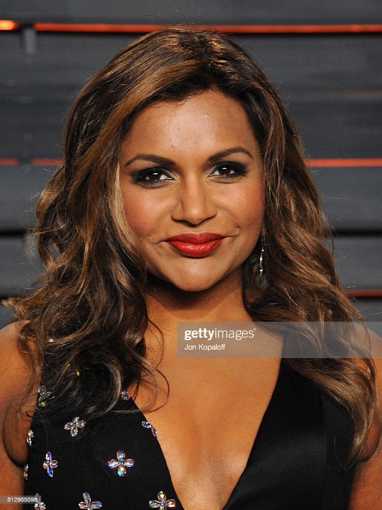 Actress Mindy Kaling attends the 2016 Vanity Fair Oscar Party hosted By Graydon Carter at Wallis Annenberg Center for the Performing Arts on February 28, 2016 in Beverly Hills, California.