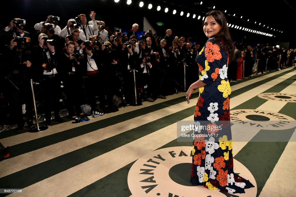 Actress Mindy Kaling attends the 2017 Vanity Fair Oscar Party hosted by Graydon Carter at Wallis Annenberg Center for the Performing Arts on February 26, 2017 in Beverly Hills, California.