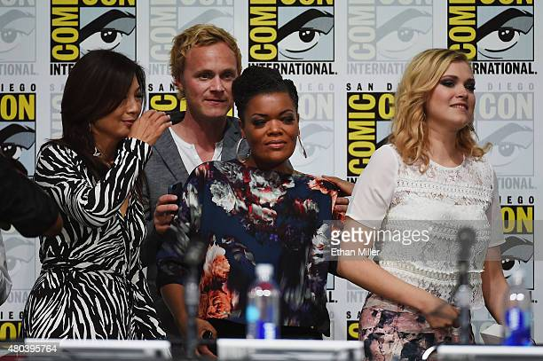 Actress MingNa Wen actor David Anders actress Yvette Nicole Brown and actress Eliza Taylor appear onstage at the TV Guide Magazine Fan Favorites...