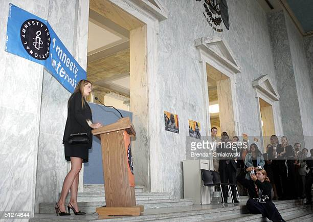 Actress Mira Sorvino an ambassador activist for Amnesty International's stop violence against women campaign speaks during an exhibit of Sudanese...