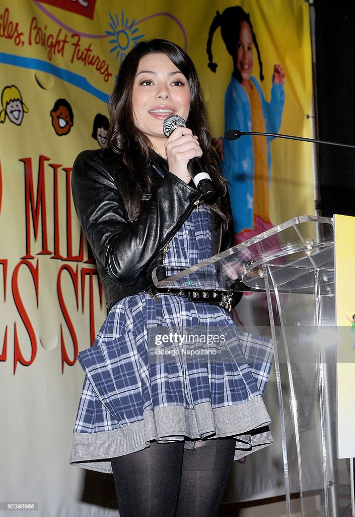 Actress Miranda Cosgrove attends the Colgate Oral Health Festival at Greeley Square Park on October 27, 2009 in New York City.
