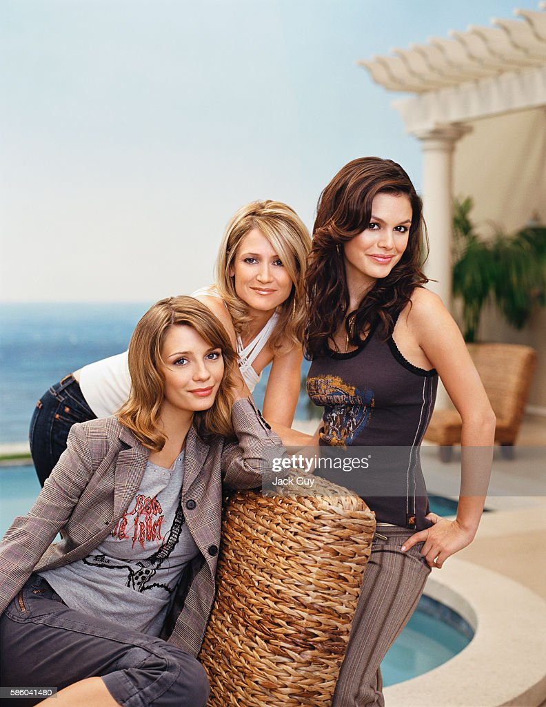Mischa Barton, Kelly Rowan and Rachel Bilson, TV Guide, October 31, 2004 : News Photo