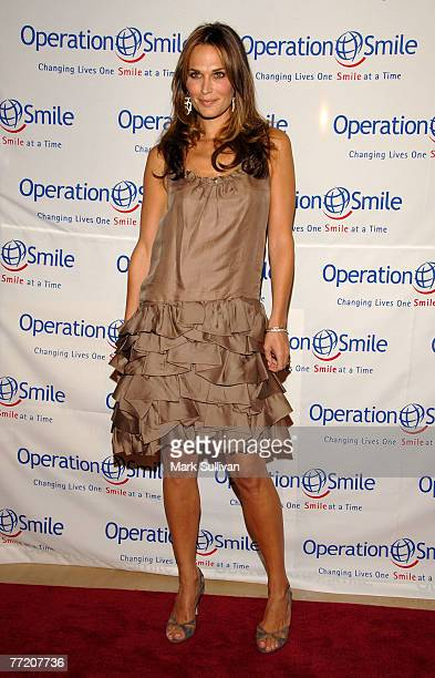 Actress Molly Sims arrives at Operation Smile's 25th Annual Gala held in Beverly Hills, California on October 5, 2007.