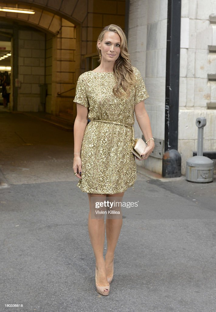 Actress Molly Sims arrives at the Marchesa runway show during Mercedes-Benz Fashion Week Spring 2014 at The New York Public Library on September 11, 2013 in New York City.