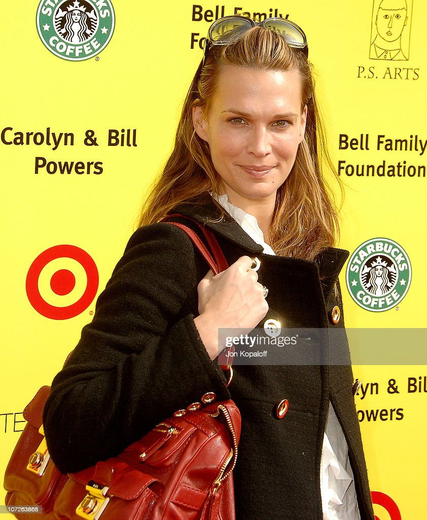 Actress Molly Sims arrives at the P.S. Arts 10th Annual Express Yourself Gala at Barker Hanger on November 4, 2007 in Santa Monica, California.