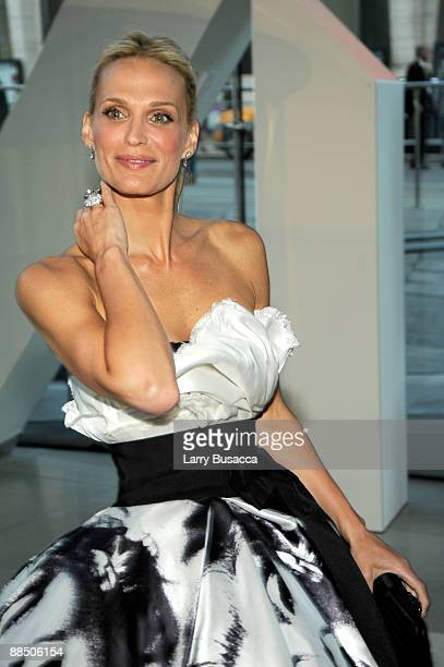 Actress Molly Sims attends the 2009 CFDA Fashion Awards at Alice Tully Hall in Lincoln Center on June 15 2009 in New York City