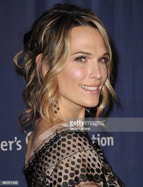 Actress Molly Sims attends the Alzheimer's Association's 17th annual A Night at Sardi's fundraiser at the Beverly Hilton Hotel on March 4 2009 in...