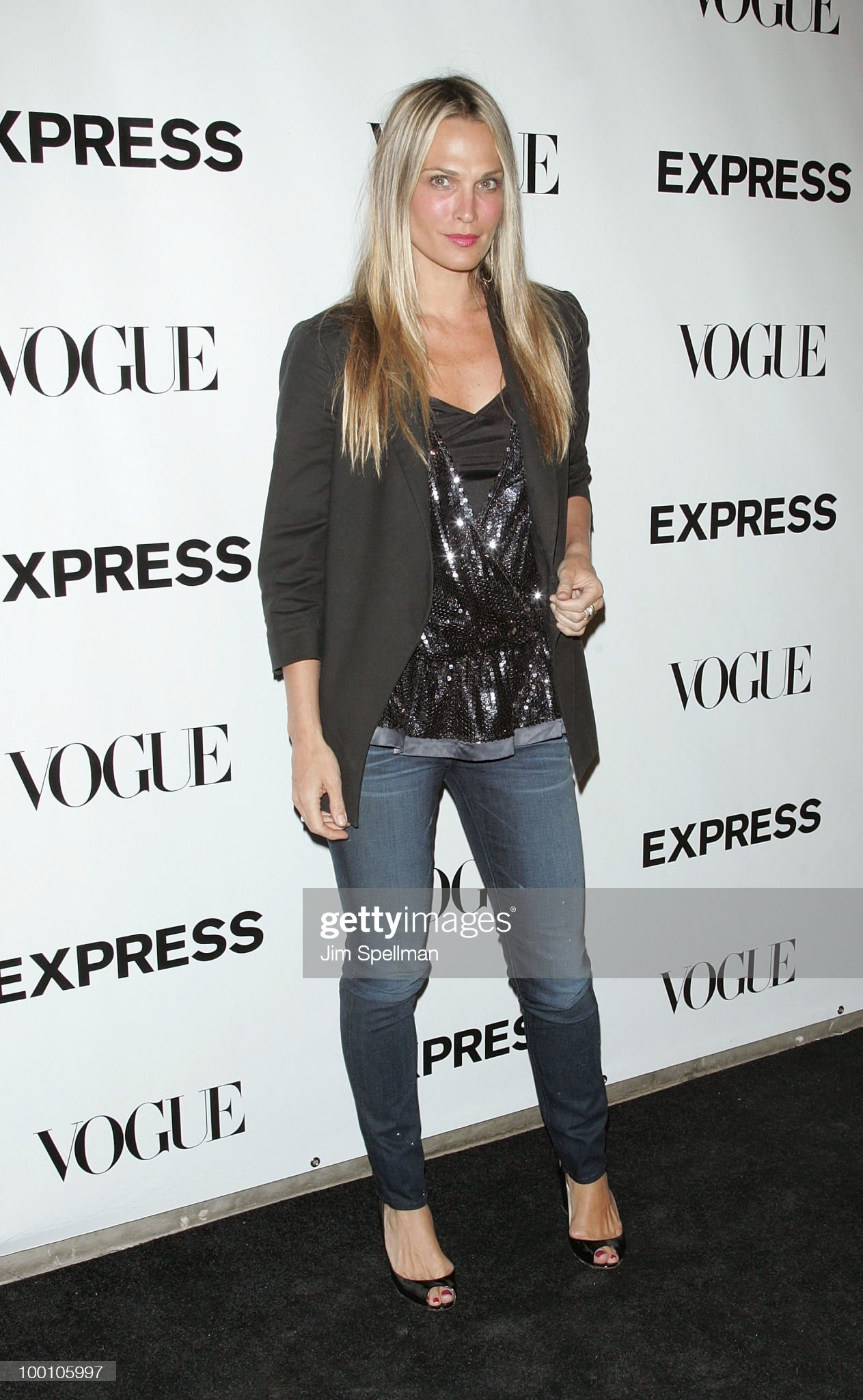 ¿Cuánto mide Molly Sims? - Real height Actress-molly-sims-attends-the-express-30th-anniversary-party-at-on-picture-id100105997?s=2048x2048