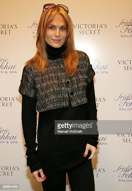 Actress Molly Sims attends the Frederic Fekkai and Victoria's Secret ''Beauty and the Boudoir'' Oscar Suite at Frederic Fekkai Hair Salon on March 3...