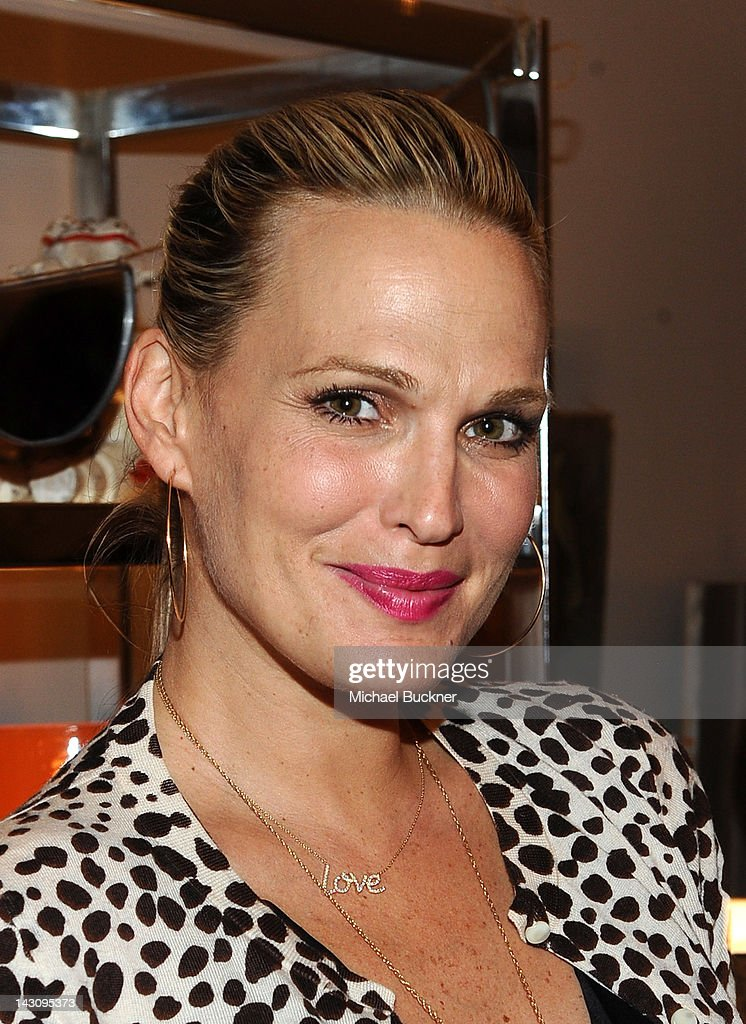 Actress Molly Sims attends the Launch Party for Kishani Perera's new book, 'Vintage Remix' at Rummage on April 18, 2012 in Los Angeles, California.