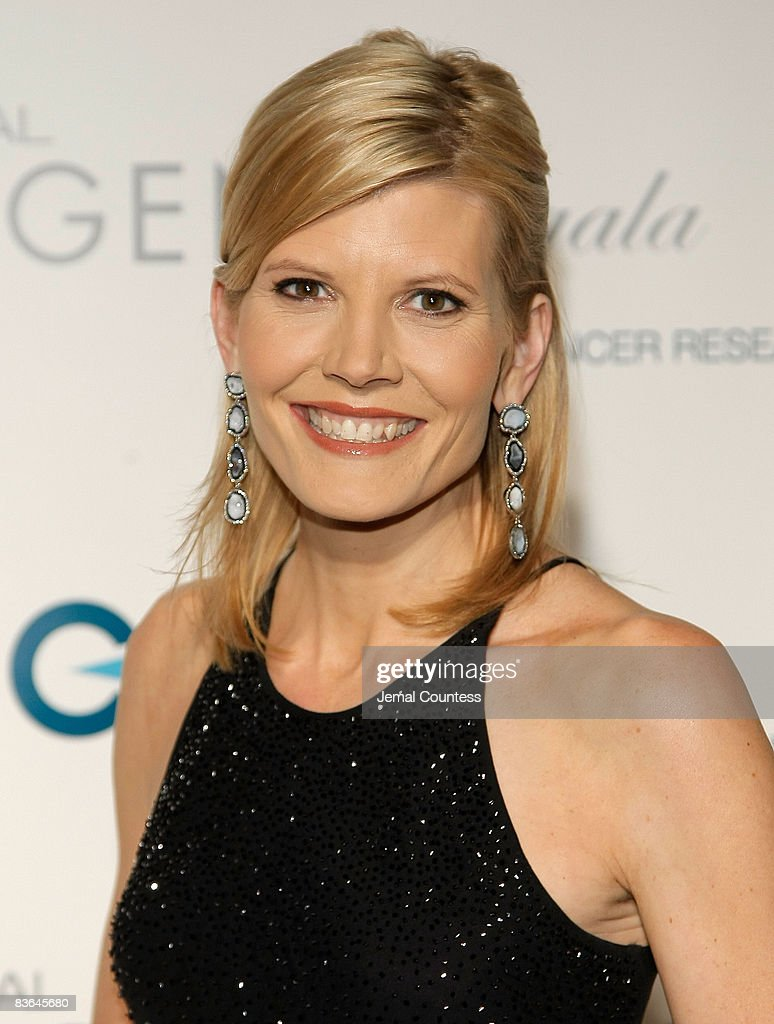 Actress Molly Sims attends the L'Oreal Legends Gala to Benefit The Ovarian Cancer Research Fund at American Museum of Natural History on November 10, 2008 in New York City.