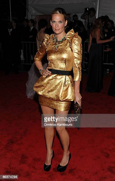 """Actress Molly Sims attends """"The Model as Muse: Embodying Fashion"""" Costume Institute Gala at The Metropolitan Museum of Art on May 4, 2009 in New York..."""
