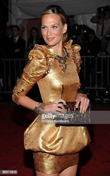 Actress Molly Sims attends The Model as Muse Embodying Fashion Costume Institute Gala at The Metropolitan Museum of Art on May 4 2009 in New York City