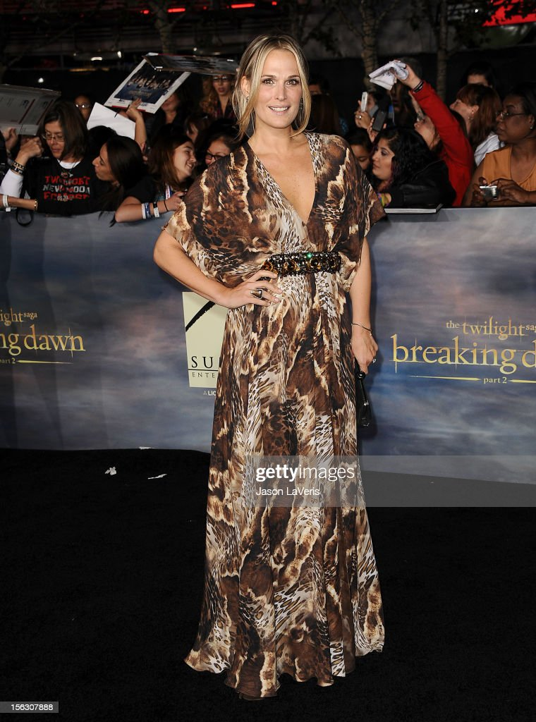 Actress Molly Sims attends the premiere of 'The Twilight Saga: Breaking Dawn - Part 2' at Nokia Theatre L.A. Live on November 12, 2012 in Los Angeles, California.