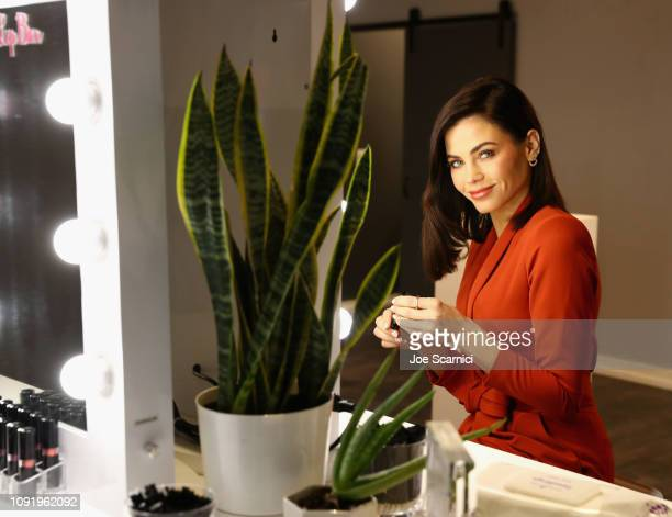 Actress, mom and dancer Jenna Dewan partnered with Savvy Minerals by Young Living, a cosmetics line formulated with the cleanest and purest...