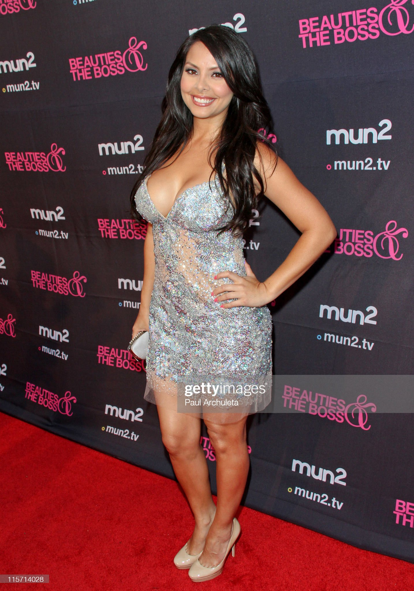 ¿Cuánto mide Monica Weitzel? - Altura - Real height Actress-monica-weitzel-arrives-at-the-beauties-the-boss-premiere-at-picture-id115714028?s=2048x2048