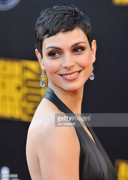 Actress Morena Baccarin arrives at the 2009 American Music Awards at Nokia Theatre L.A. Live on November 22, 2009 in Los Angeles, California.