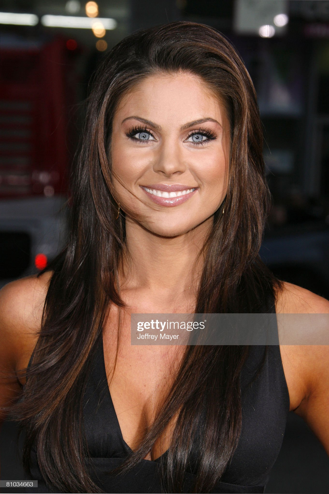 ¿Cuánto mide Nadia Bjorlin? - Real height Actress-nadia-bjorlin-arrives-at-the-world-premiere-of-vice-at-the-picture-id81034663?s=2048x2048