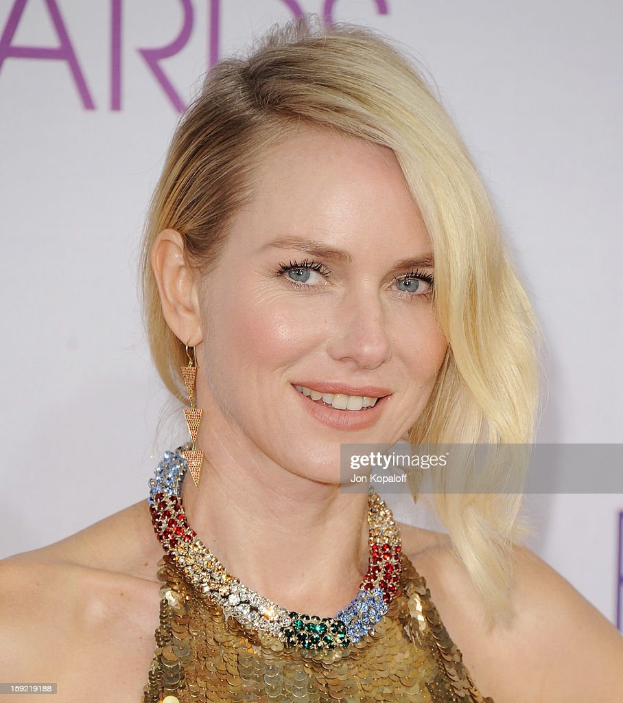 Actress Naomi Watts arrives at the 2013 People's Choice Awards at Nokia Theatre L.A. Live on January 9, 2013 in Los Angeles, California.
