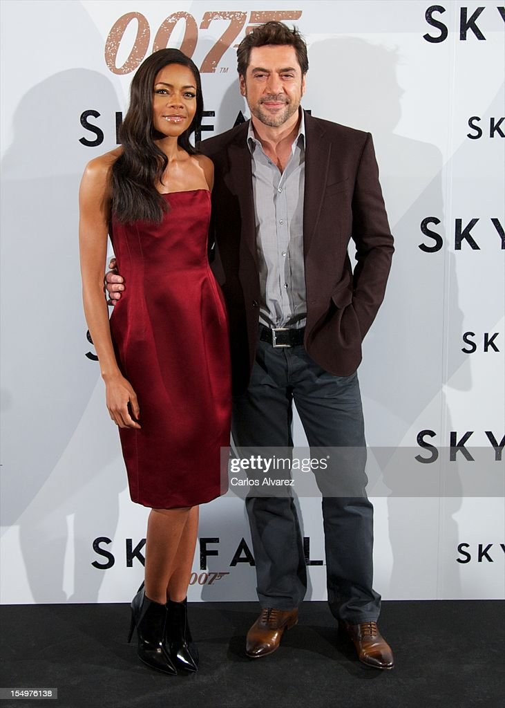 Actress Naomie Harris and Spanish actor Javier Bardem attend the 'Skyfall' photocall at the Villamagna Hotel on October 29, 2012 in Madrid, Spain.
