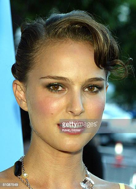 Actress Natalie Portman arrives at the premiere of Fox Searchlight Pictures' Garden State on July 20 2004 at the Directors Guild in Los Angeles...