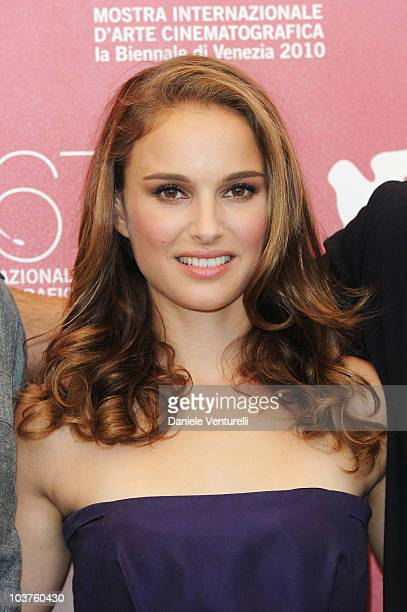 Actress Natalie Portman attends the Black Swan photocall at the Palazzo del Casino during the 67th Venice International Film Festival on September...