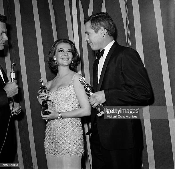 Actress Natalie Wood poses with her Golden Globe for 'World Film Favorite Female' and with Paul Newman with his Golden Globe for 'World Film Favorite...